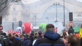 Paris: les cheminots rassemblées devant la gare de l'Est