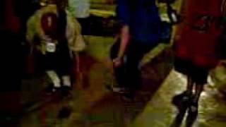 locos 13 bailando cumbia.3gp