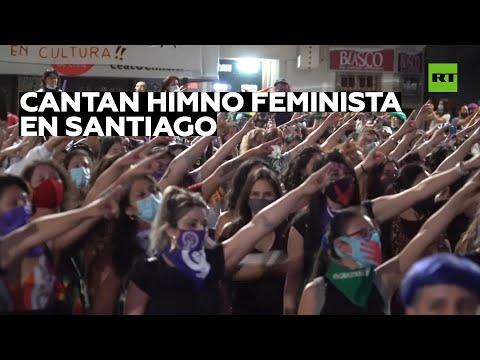 Cientos de mujeres cantan 'Un violador en tu camino' en Santiago