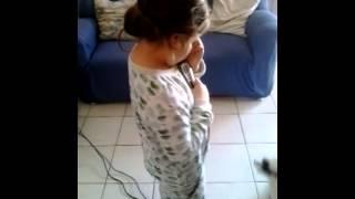Giovanna cantando pablo