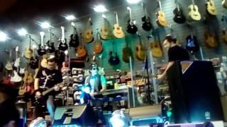 Azafatas -  Shakira (La autentika)   Todomúsica MVD Shopping 21/9/2016