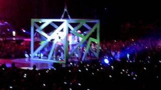 Rihanna Live Paris Bercy 28/04-please don't stop the music
