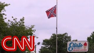 Shop owner can't remove Confederate flag