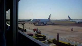 banda alma latina  no aeroporto de foz