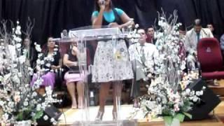 """Cantora Mariana Agostinho """"Nunca Mais Lodebar"""" louvando na igreja de Monte Alegre (Camboriú)"""