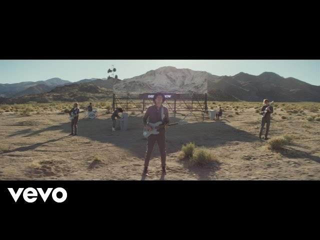 "Video oficial de ""Everything Now"" de Arcade Fire"