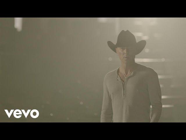 Videoclip oficial de la canción Rich and Miserable de Kenny Chesney