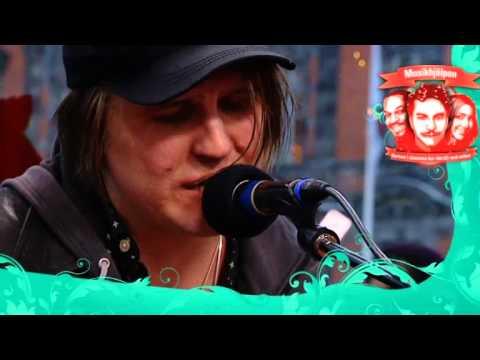 markus-krunegard-askan-ar-den-basta-jorden-live-musikhjalpen-2012-poriel2