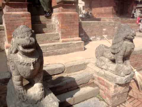 13 Juan Lázara y Shreekrishna Narsingha temple.MPG