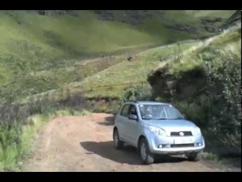 Driving in a 4×4 Car Down Sani Pass Road