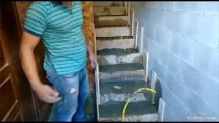 Como encher uma escada de concreto.
