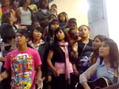 Caldas Novas   Meninas do Nepal em visita a Caldas Novas   Estação
