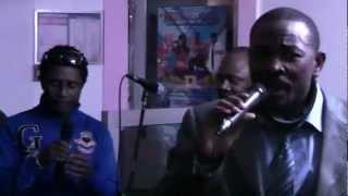 Hugo Nyame et Solo Muna dansent le Makossa au Foufou Club vidéo