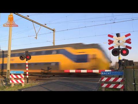DUTCH RAILROAD CROSSING - Woudenberg - Laagerfseweg photo