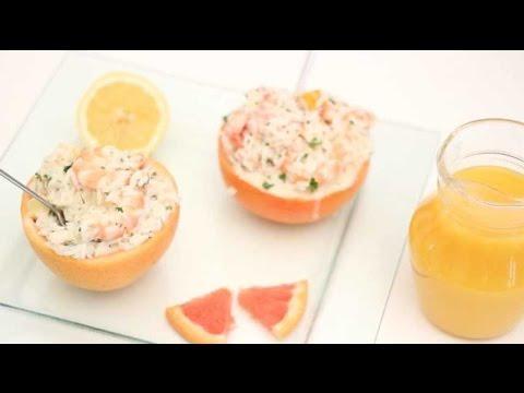 Salade de riz, crevettes, fromage et pamplemousse