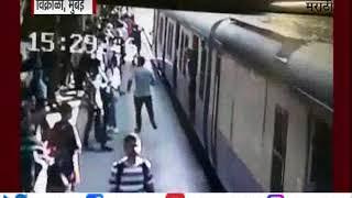 विक्रोळी   पतीला कंटाळून महिलेचा मुलीसह आत्महत्येचा प्रयत्न   लोकल प्रवाशांनी वाचवला जीव-TV9