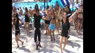 יקאללו Yakalelo - ריקודי שורות בבריכה עם צוות יניב ילון