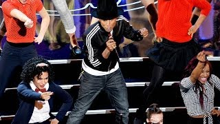 "Pharrell Performs ""Happy"" at Oscars 2014 Dances with Lupita Nyong'o and Jamie Foxx!"