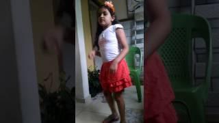 Ana clara dançando anitta!!