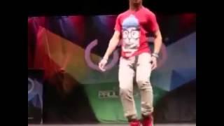 O cara dança muito