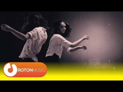 robin-and-the-backstabbers-muzica-in-cantece-official-music-video-rotonmusictv