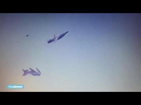Heftig beeld: vliegtuigjes botsen op elkaar tijdens show - RTL NIEUWS