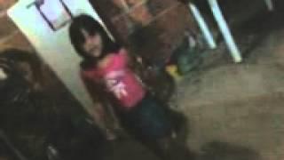garota de 6 anos de idade se garante dançando funk