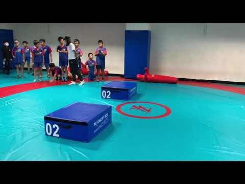 體育課跑跳遊戲之二(女生) - YouTube