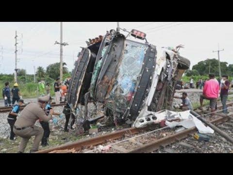 Al menos 18 muertos en colisión entre un tren y un autobús al este de Bangkok