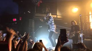 the neighbourhood - r.i.p. 2 my youth (live) front row view