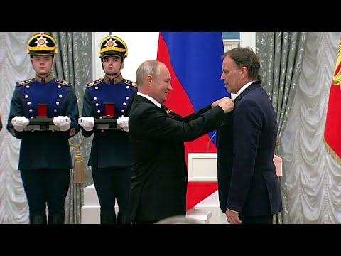 В Кремле Владимир Путин вручил государственные премии РФ впервые сразу в пяти категориях.