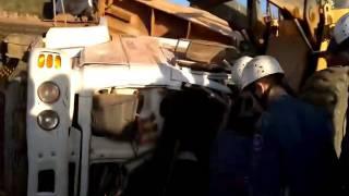 Bombeiros socorrem vítima presa às ferragens (03)