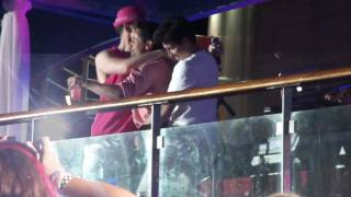 Donnie dancing with Jon and Harley - NKOTB Cruise 2011