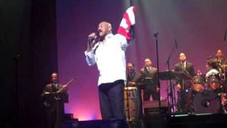 "Oscar D' Leon singing, ""Mi Viejo San Juan"" @ Lehman Center (video #9): 11/20/10"