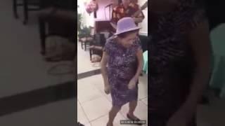 La abuelita baila despadito