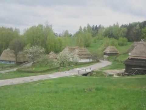 Весна.  Музей біля с. Пирогів. ( пісня В. Івасюка)