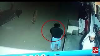 Karachi : 92 News got footage of child Abductor in Zafar Town - 16 January 2018 - 92NewsHDPlus