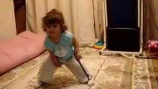 Talitinha dançando hip hop