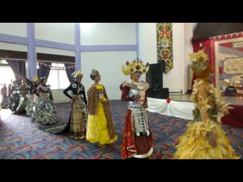 Lomba Fashion Show Daur Ulang SMANSA TGT