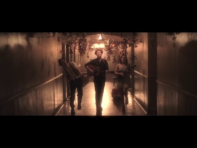 "Video oficial de The Lumineers ""Ho hey"""