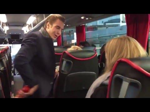 Jonas Fagerström bjuder på hummer i bussen