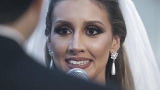 Noiva faz surpresa ao cantar para o noivo e emociona a todos na cerimonia do casamento