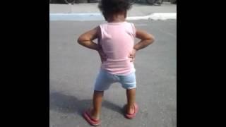 Solo mira como baila